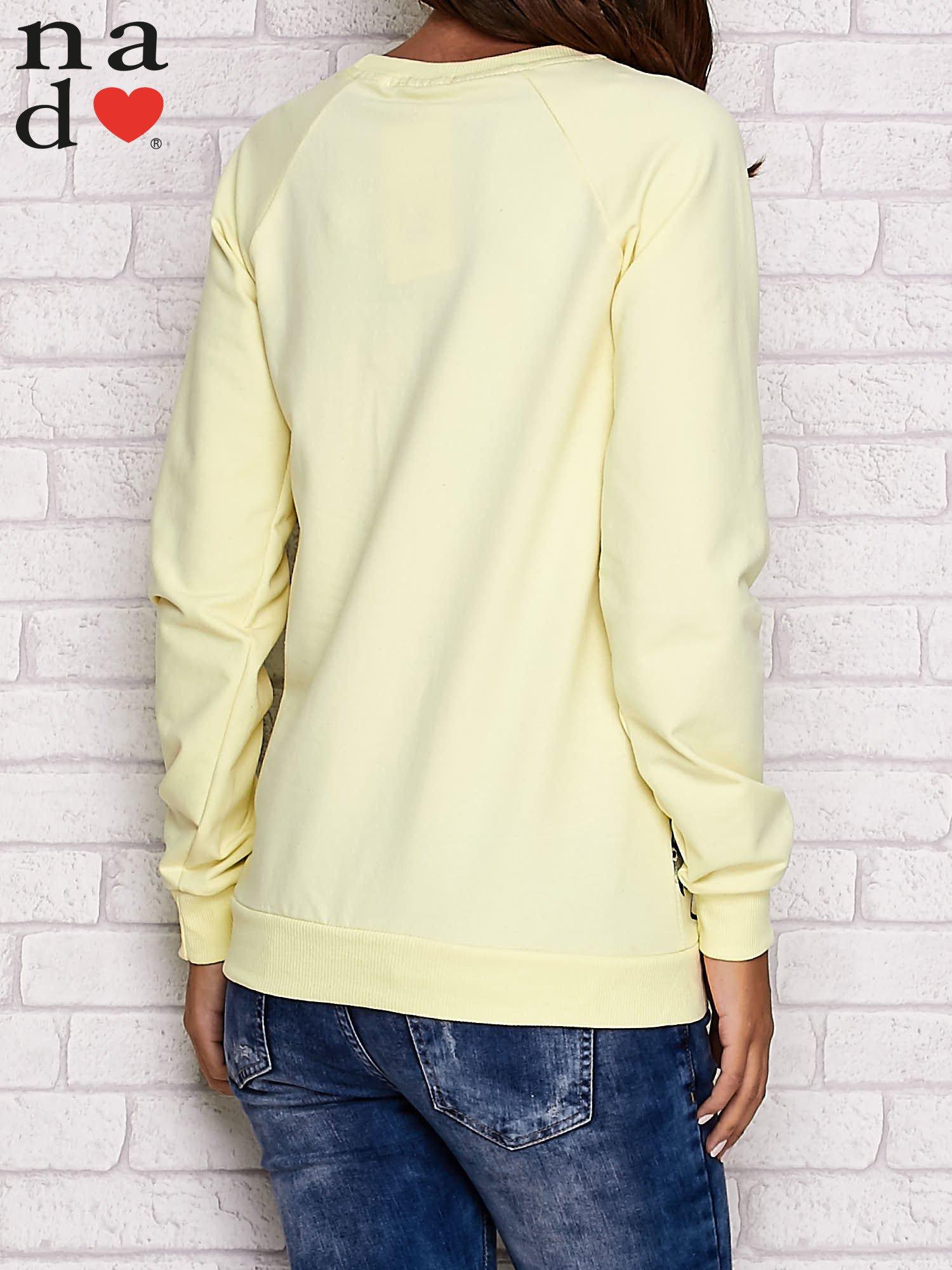 Żółta bluza z kwiatowym nadrukiem                                  zdj.                                  4