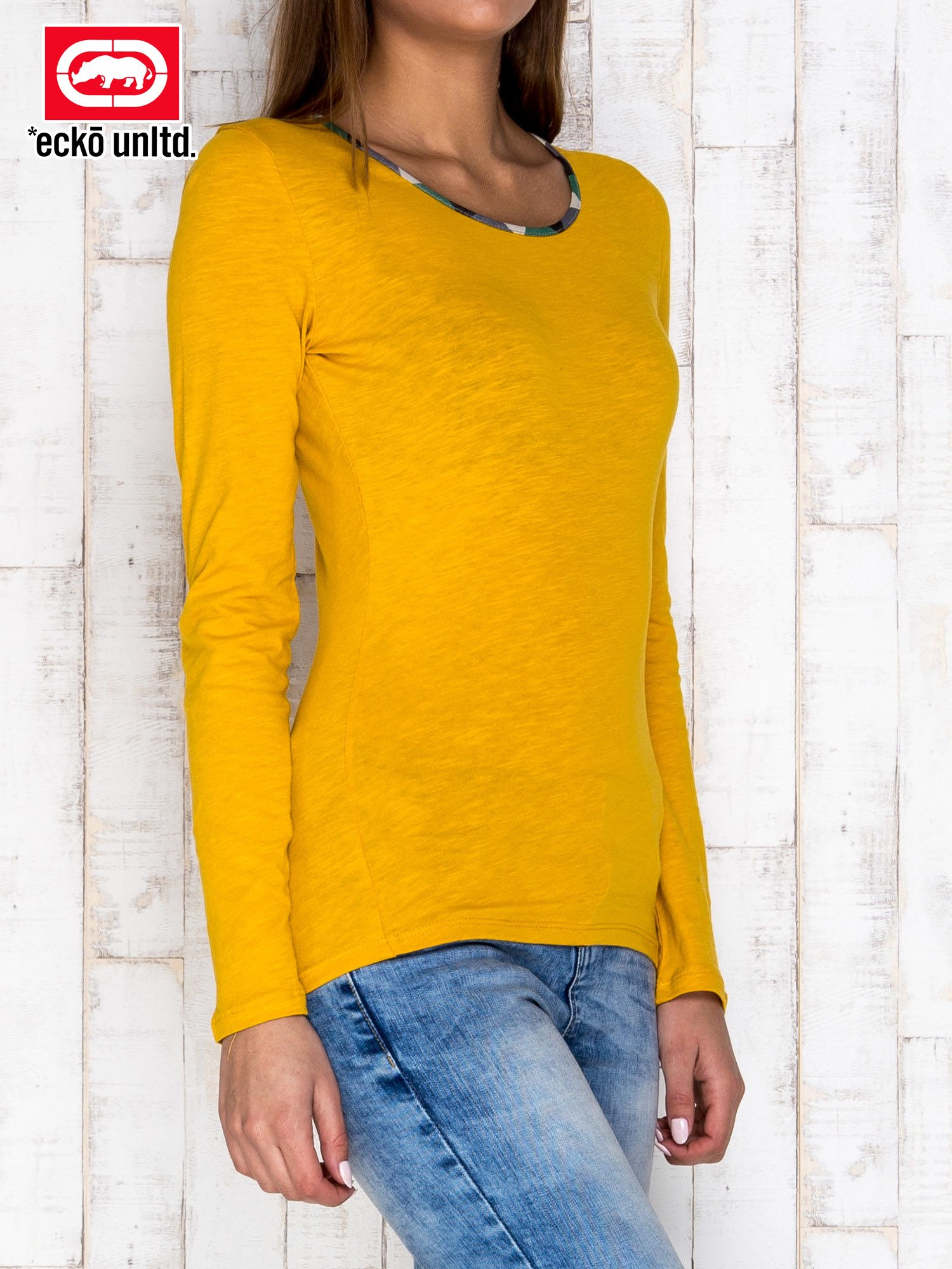 Żółta bluzka z motywem militarnym przy dekolcie                                  zdj.                                  3