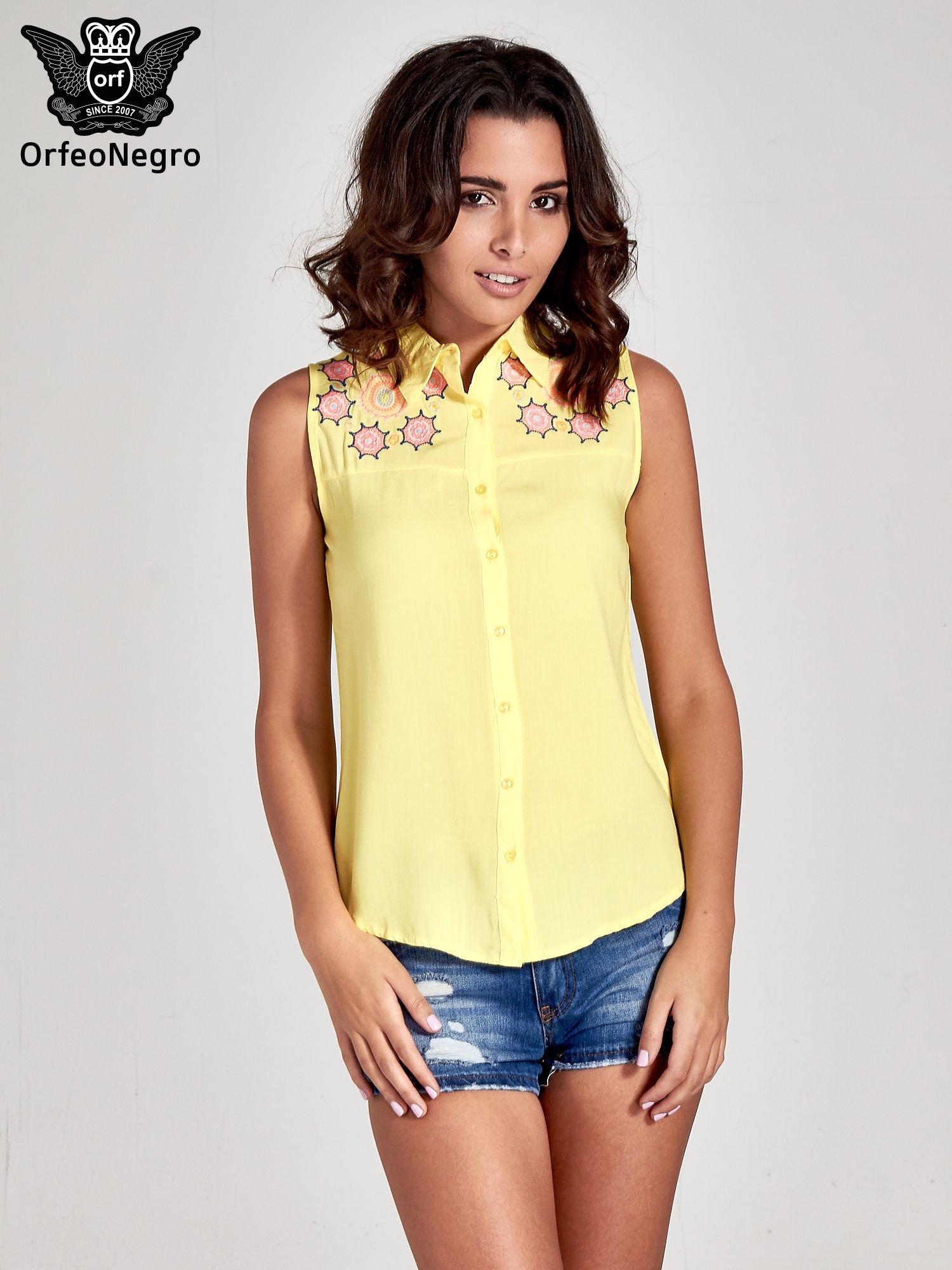 Żółta koszula bez rękawów z kolorowym haftem na górze                                  zdj.                                  1