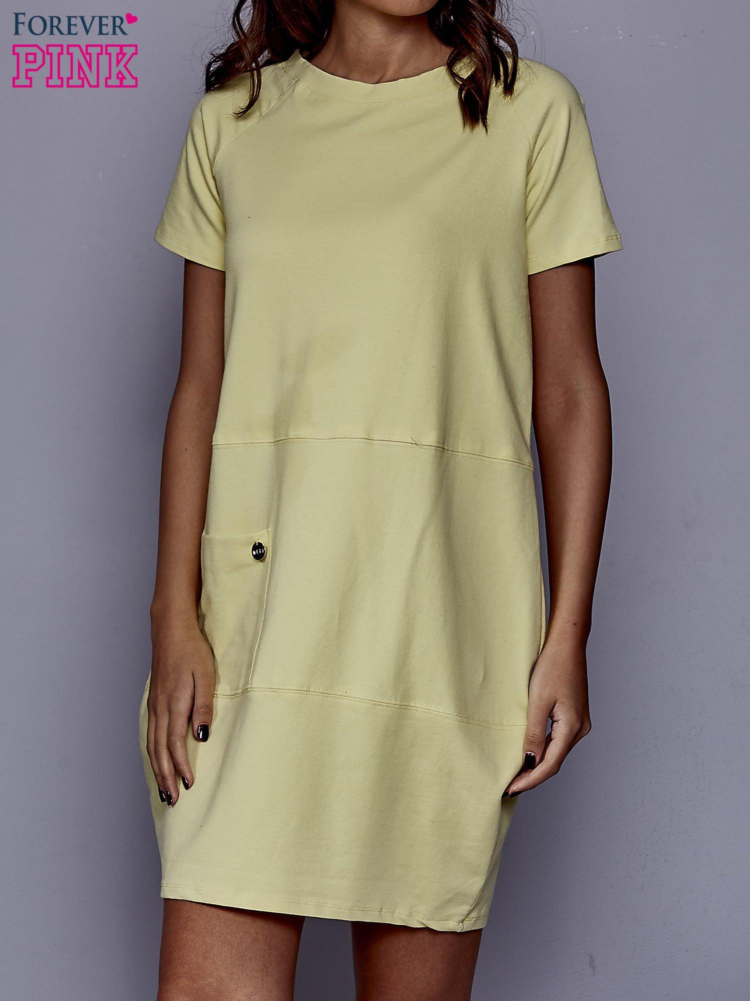 Żółta sukienka dresowa z kieszenią z boku                                  zdj.                                  1