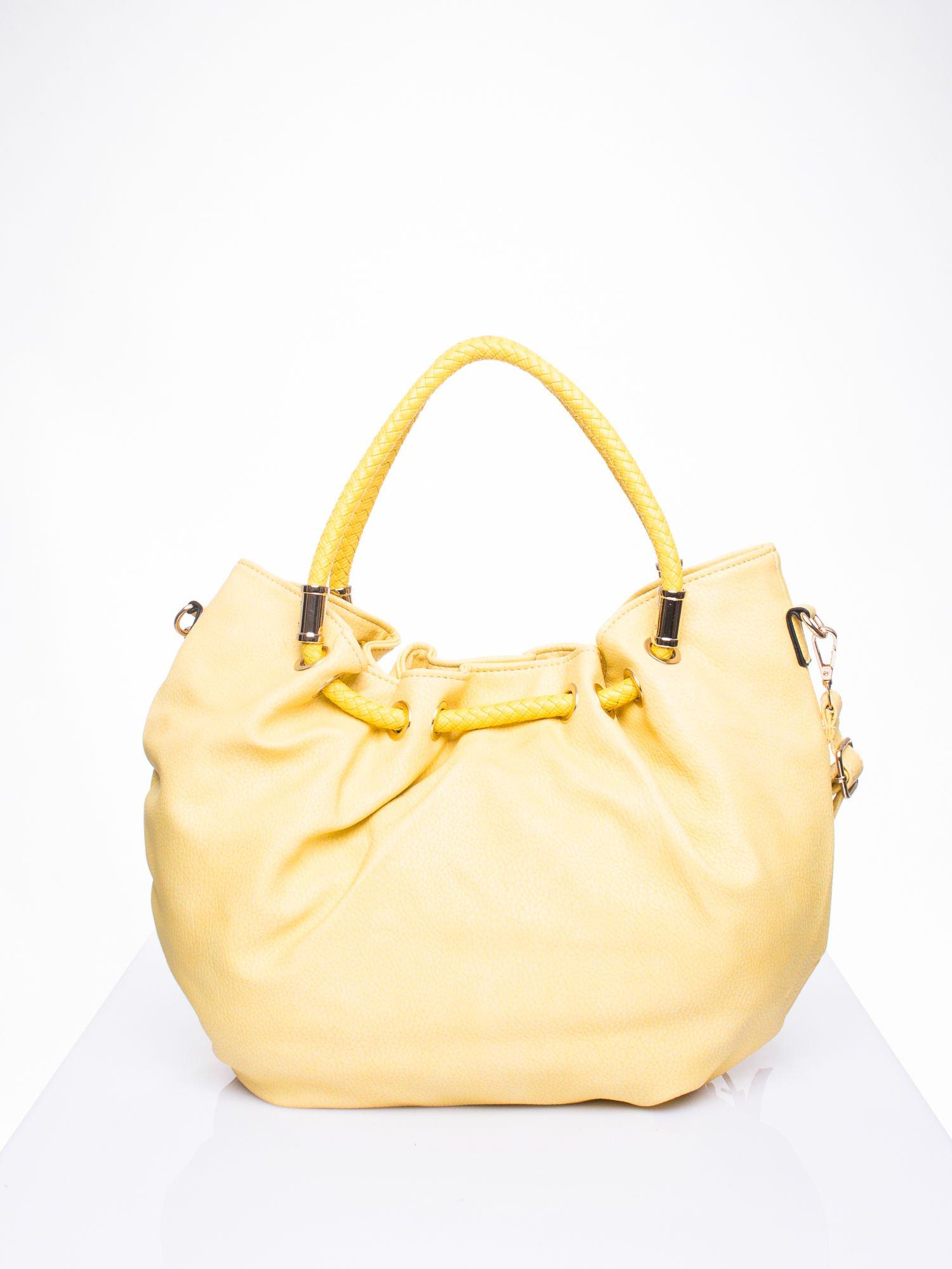 Żółta torebka z plecionymi uchwytami i frędzlami                                  zdj.                                  3