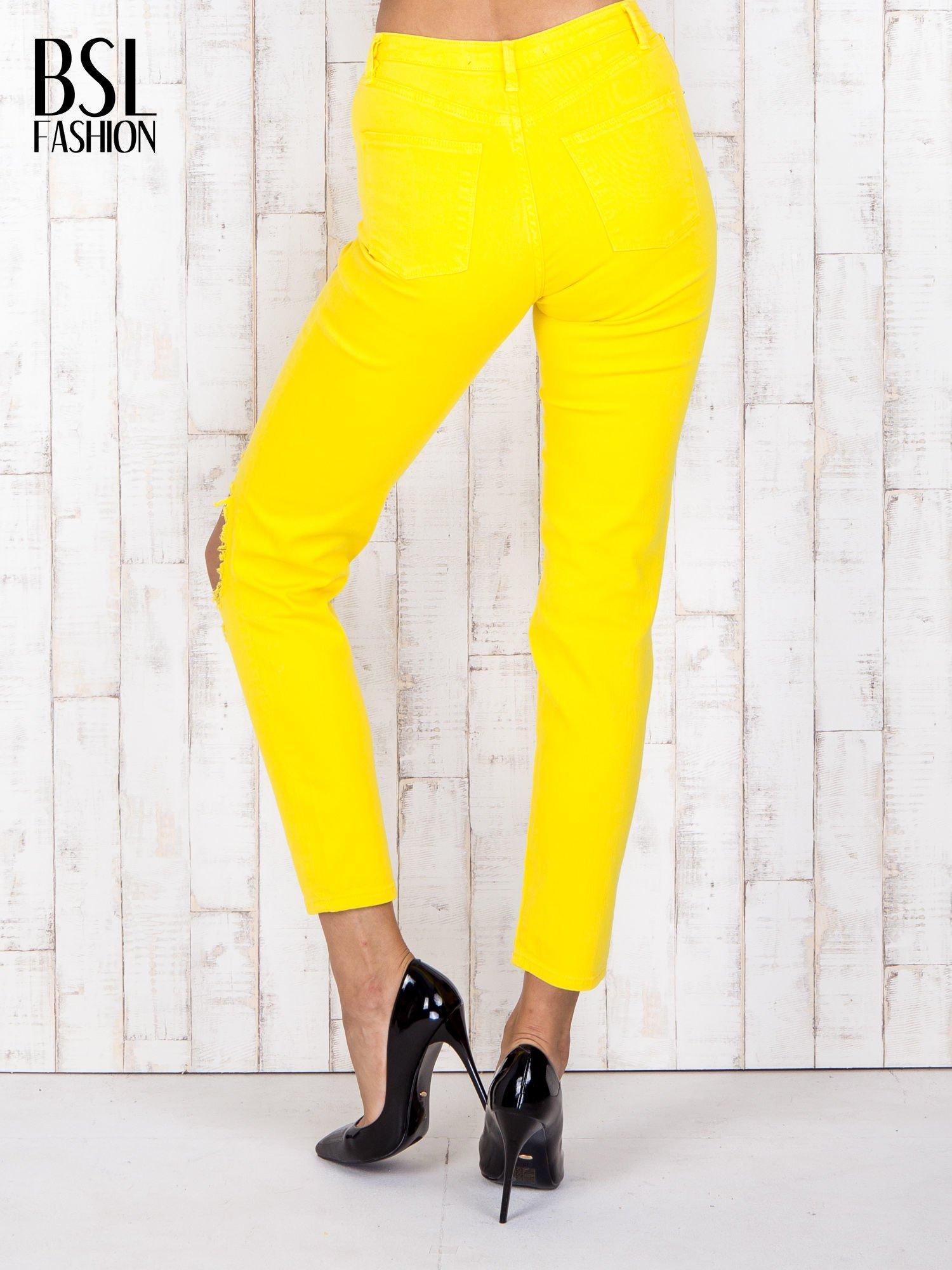 Żółte jeansowe spodnie z dziurami i kieszeniami                                  zdj.                                  2
