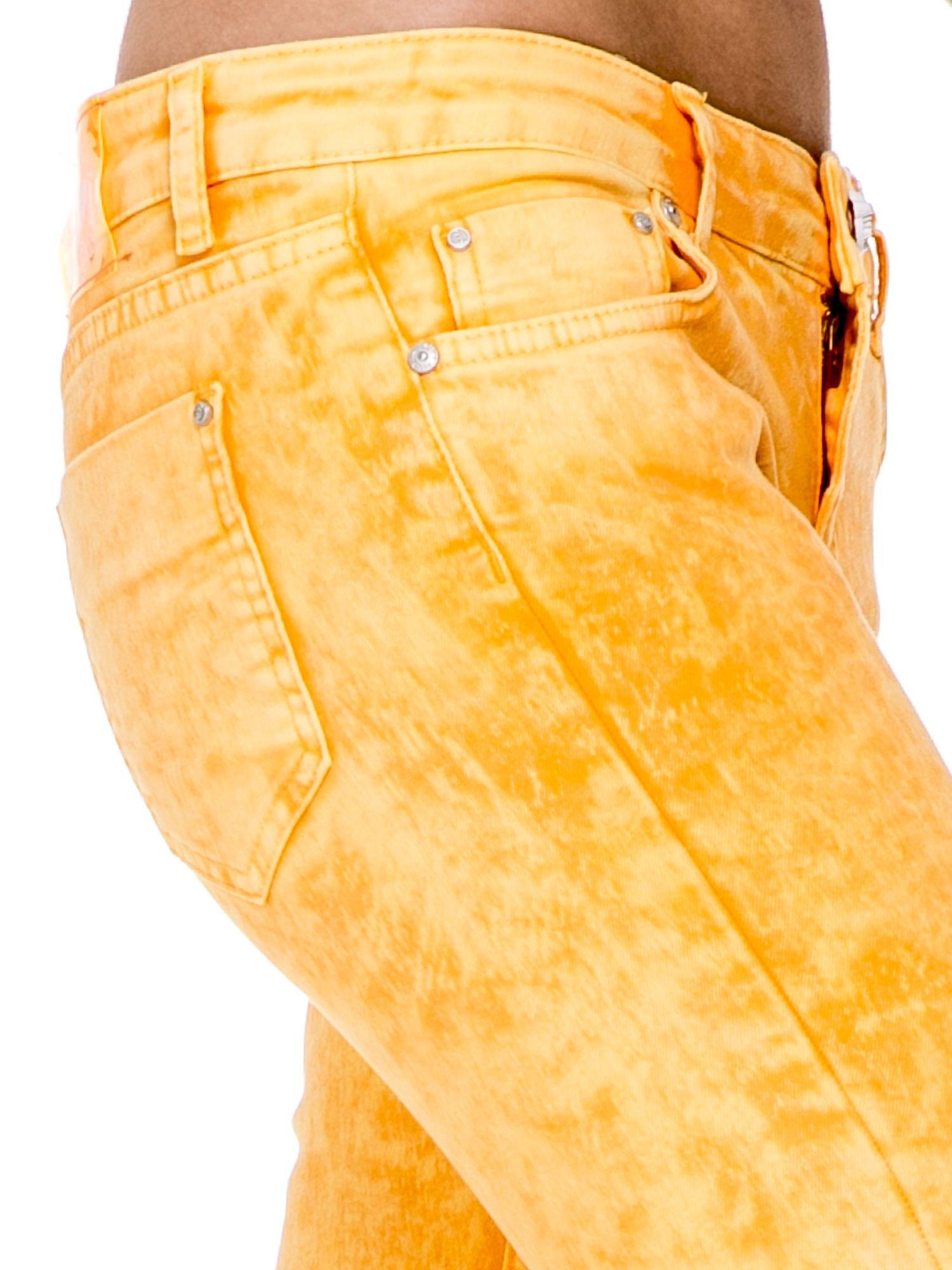 Żółte spodnie jeansowe rurki typu marmurki                                  zdj.                                  6