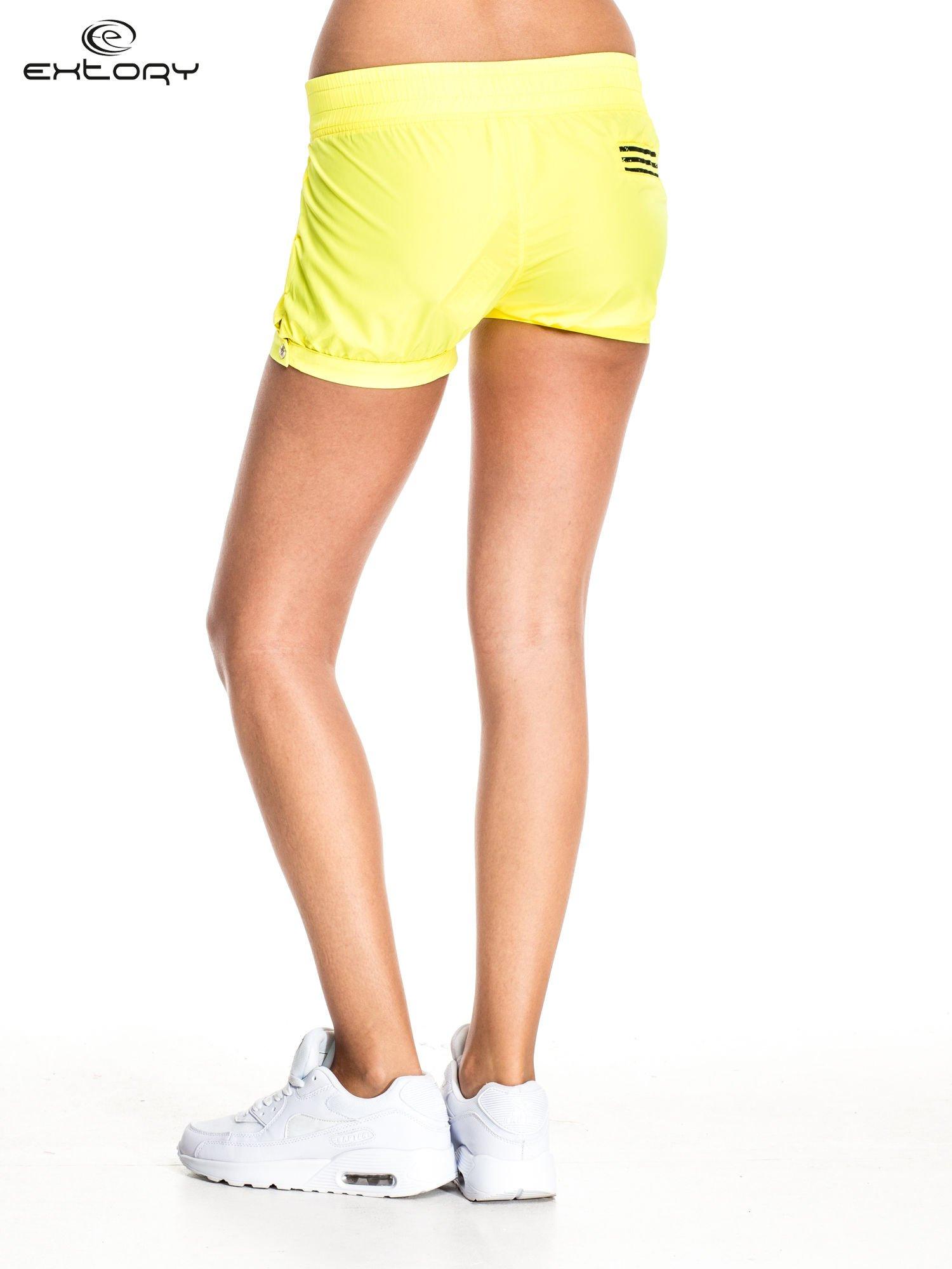 Żółte szorty damskie w stylu marynarskim                                  zdj.                                  4