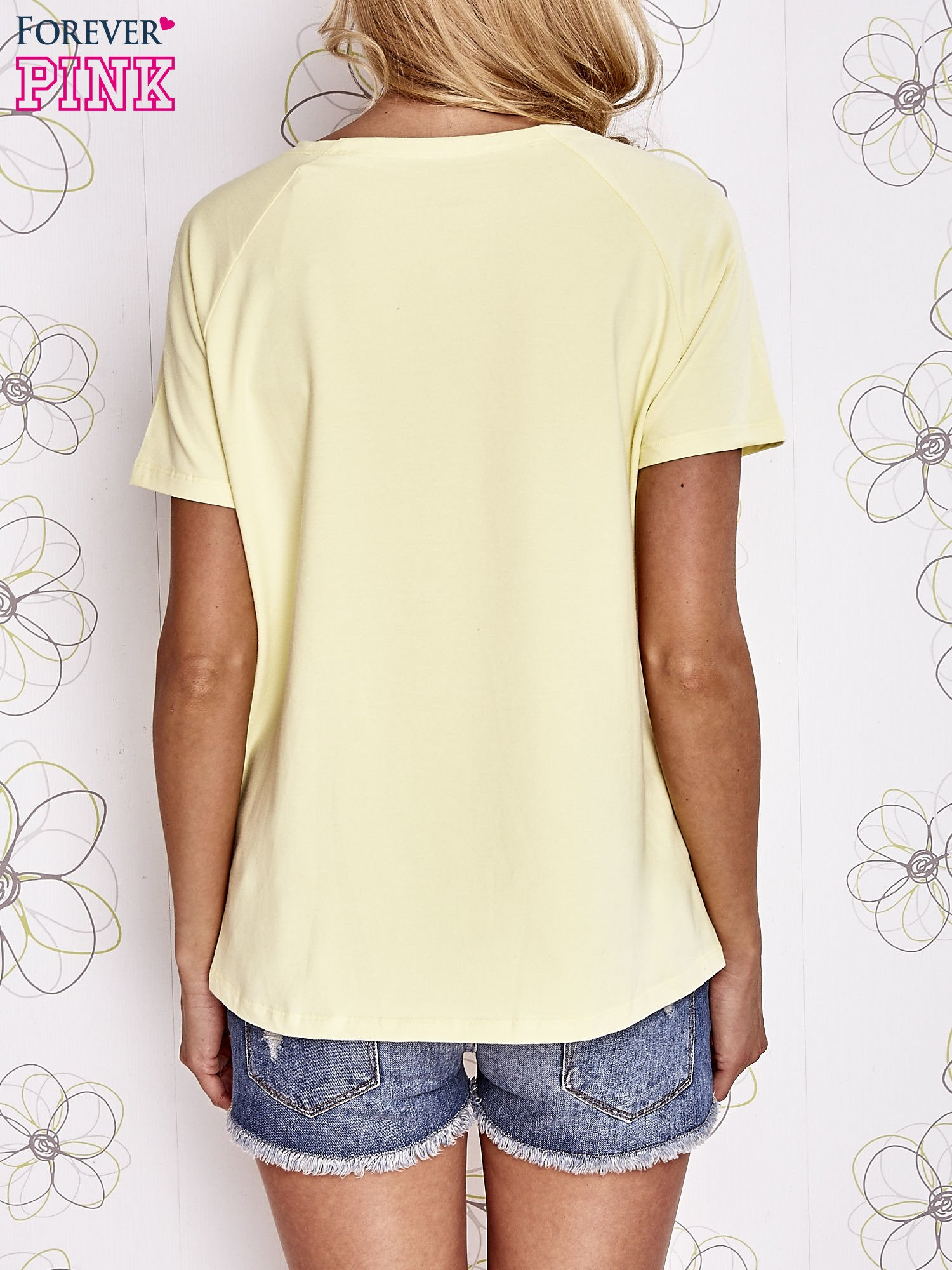 Żółty t-shirt z aplikacją owadów                                   zdj.                                  4