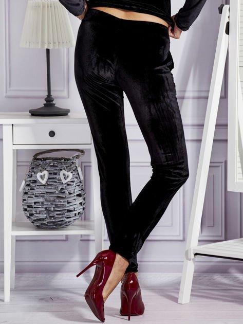 Aksamitne spodnie dresowe czarne                              zdj.                              2