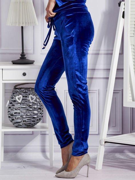 Aksamitne spodnie dresowe niebieskie                              zdj.                              3