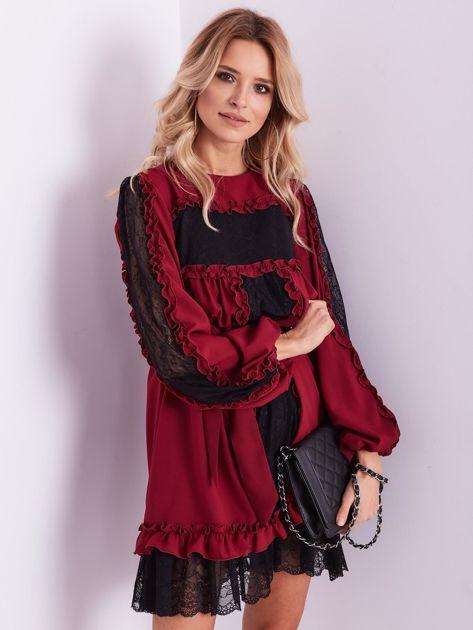 BY O LA LA Bordowa sukienka z koronką i falbankami                              zdj.                              1