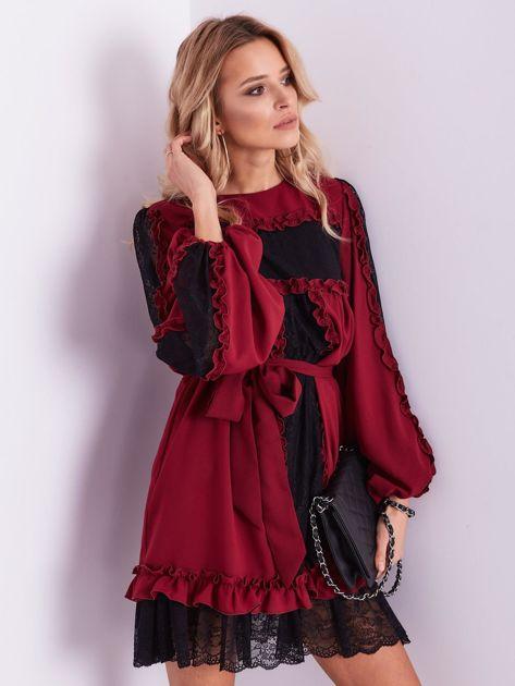 BY O LA LA Bordowa sukienka z koronką i falbankami                              zdj.                              6