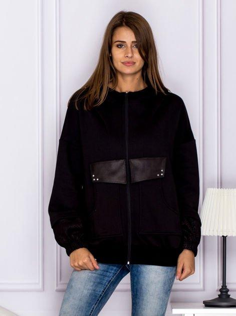 Bawełniana bluza z kapturem i skórzanymi wstawkami czarna                              zdj.                              1