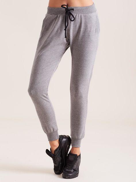Bawełniane spodnie dresowe ciemnoszare                              zdj.                              1