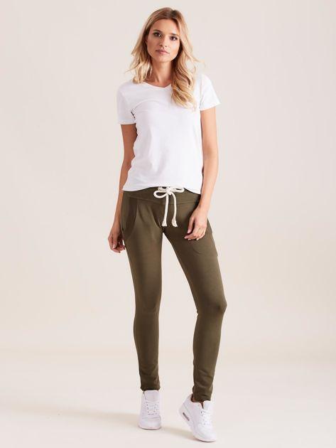 Bawełniane spodnie dresowe z troczkami khaki                              zdj.                              4