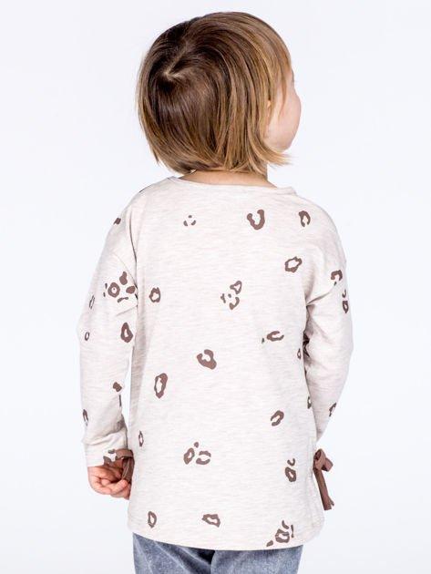 Beżowa bawełniana bluzka dziewczęca z nadrukiem i kokardkami                              zdj.                              3