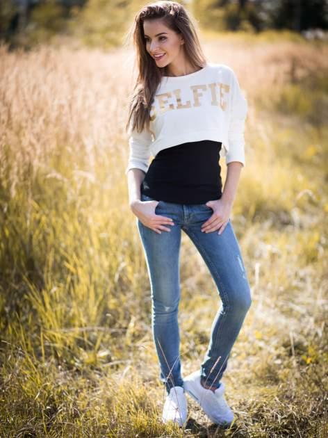 Beżowa bluza cropped ze złotym napisem SELFIE                                  zdj.                                  11