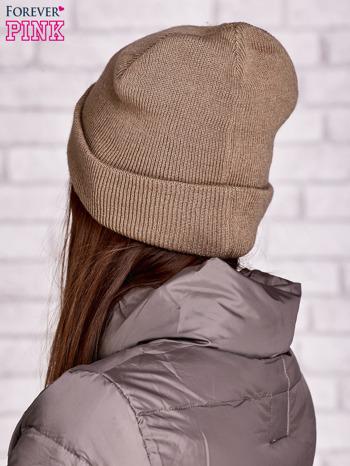 Beżowa czapka beanie z napisem HELLO                                  zdj.                                  2