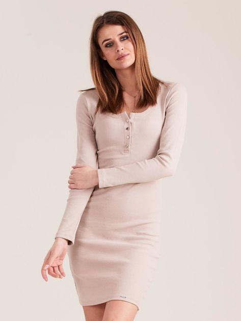 Beżowa dopasowana sukienka z guzikami                              zdj.                              1