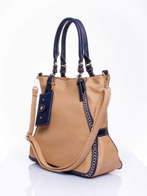 Beżowa dziurkowana torba shopper z portfelem                                  zdj.                                  2