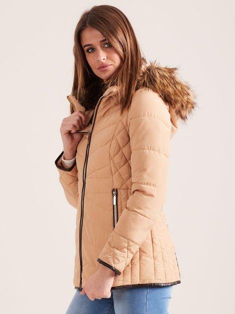 Beżowa kurtka zimowa z futrzanym kapturem i kołnierzem                              zdj.                              3