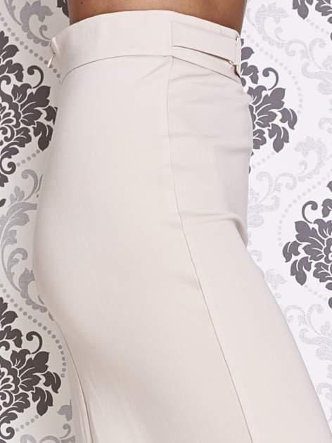 Beżowa ołówkowa spódnica w stylu glam                                  zdj.                                  5