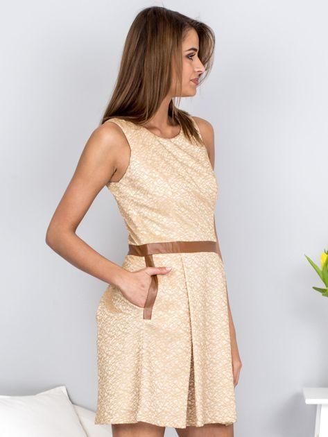 Beżowa rozkloszowana sukienka ze skórzanymi wstawkami                              zdj.                              4
