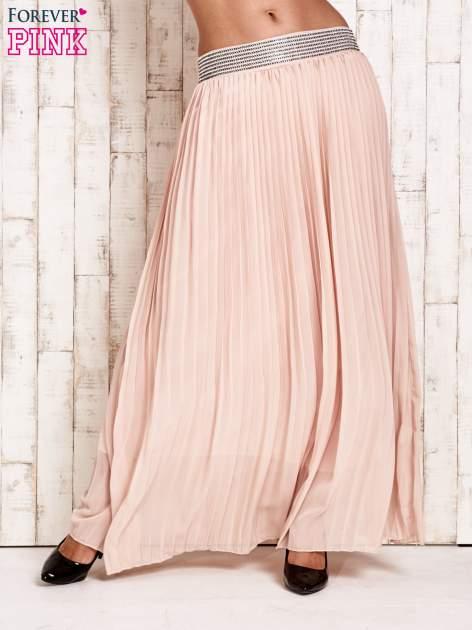 Beżowa spódnica maxi plisowana z dżetami w pasie