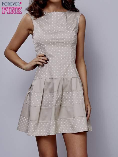 Beżowa sukienka w groszki z kontrafałdami                                  zdj.                                  1