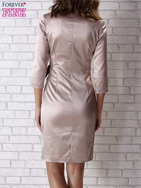 Beżowa sukienka z bordową kokardą                                   zdj.                                  3