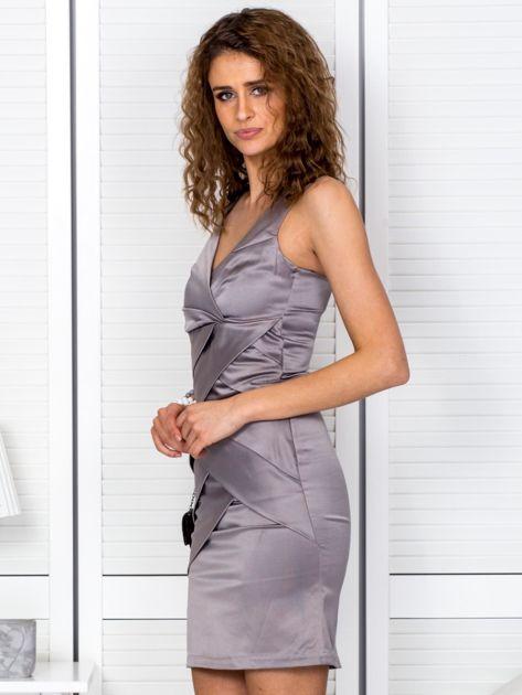 Beżowa sukienka z kopertowymi falbanami                              zdj.                              3