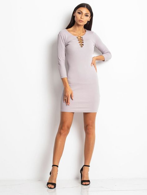 Beżowa sukienka z ozdobnymi kółeczkami przy dekolcie                              zdj.                              5
