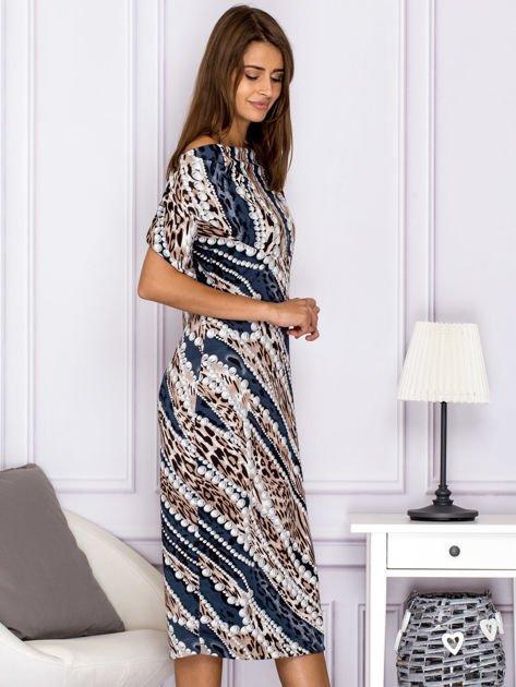 Beżowa wzorzysta sukienka z dekoltem woda                              zdj.                              3