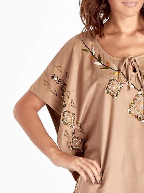 Beżowa zamszowa bluzka z haftem w stylu boho                                  zdj.                                  4