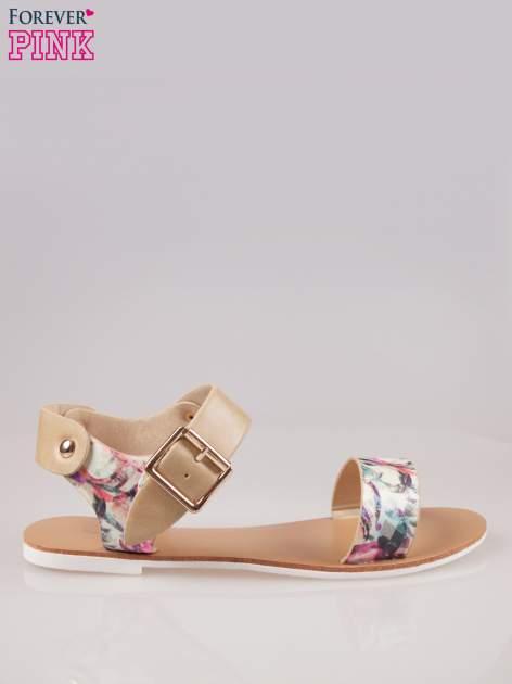 Beżowe kwiatowe płaskie sandały z klamerką