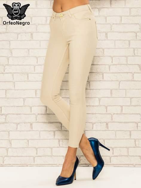Beżowe spodnie rurki skinny z kieszeniami