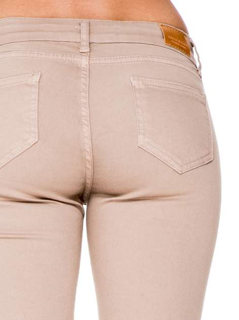 Beżowe spodnie typu skinny z elastycznego materiału                                  zdj.                                  7
