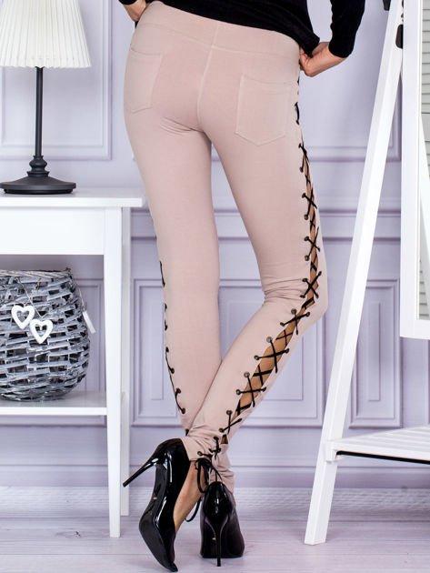 Beżowe sznurowane legginsy                               zdj.                              2