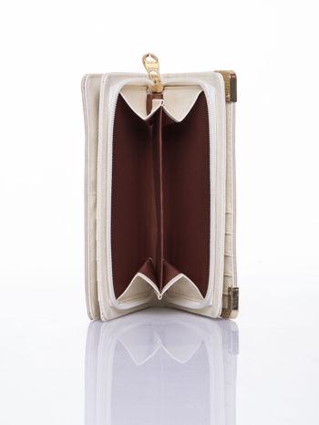 Beżowy ażurowany portfel ze złotymi okuciami                                  zdj.                                  6