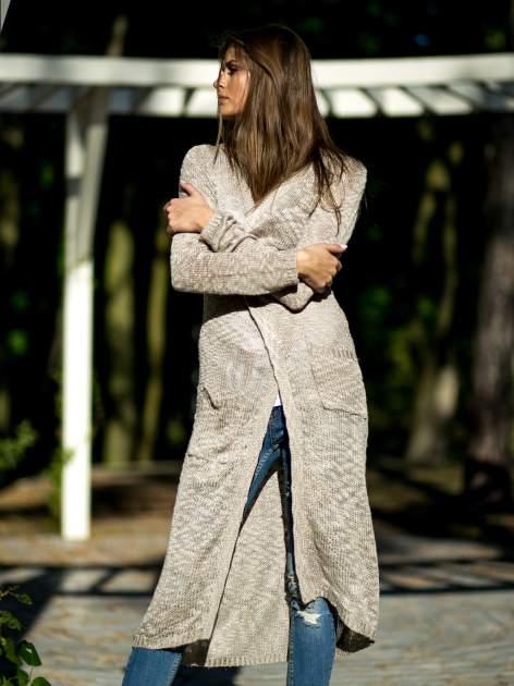 Beżowy ażurowany sweter z kieszeniami                                  zdj.                                  1