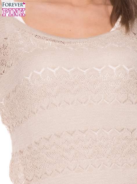 Beżowy ażurowy sweterek w stylu retro                                  zdj.                                  4