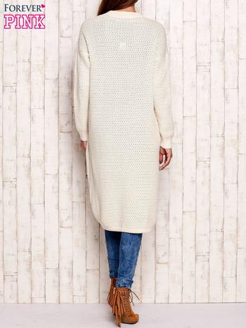 Beżowy długi dzianinowy sweter                                  zdj.                                  4