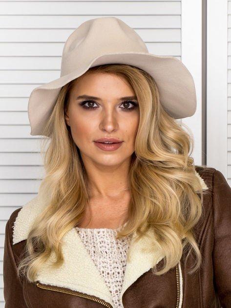 Beżowy filcowy kapelusz damski                               zdj.                              1