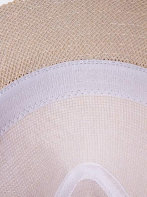 Beżowy kapelusz fedora z ażurową kokardą                                  zdj.                                  8