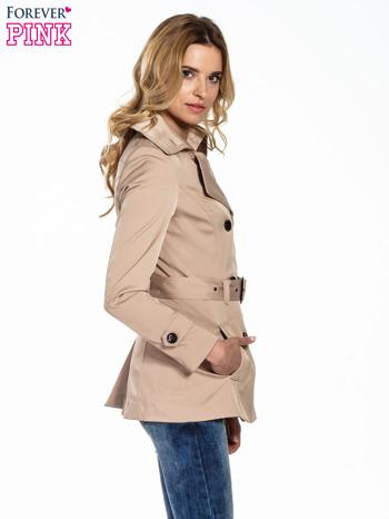 Beżowy krótki płaszcz trencz                                  zdj.                                  3