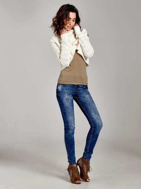 Beżowy krótki sweter narzutka z kołnierzem                                  zdj.                                  3