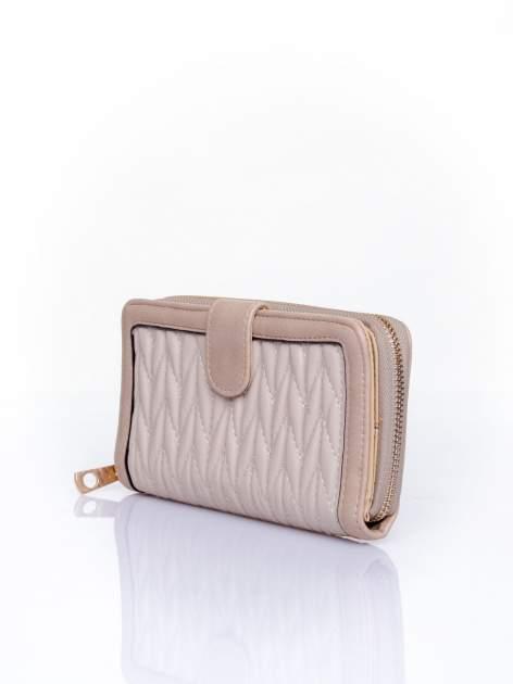 Beżowy pikowany portfel ze złotym suwakiem                                  zdj.                                  3