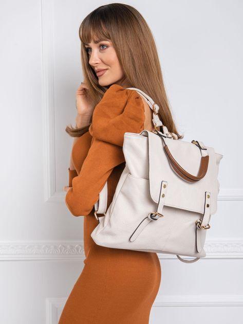 Beżowy plecak z klapą