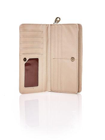 Beżowy pleciony portfel w jasne geometryczne wzory                                  zdj.                                  3