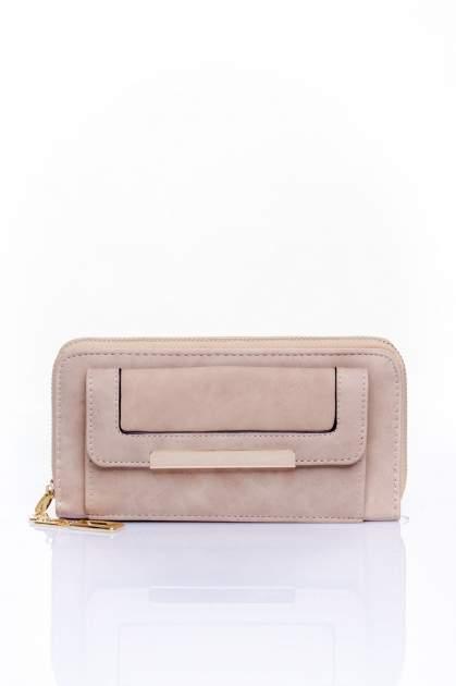 Beżowy portfel z kieszonką ze złotym elementem