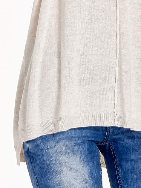Beżowy sweter V-neck z rozporkami                                  zdj.                                  5