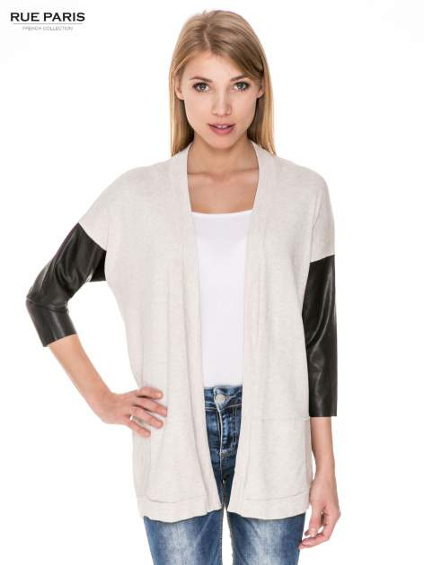 Beżowy sweter kardigan ze skórzanym rękawami 3/4                                  zdj.                                  1