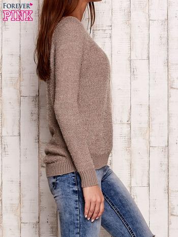 Beżowy sweter z dekoltem w łódkę                                  zdj.                                  3